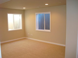 pintura beige en salón sin muebles