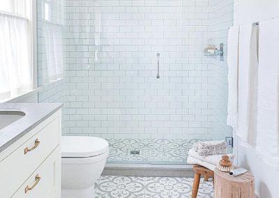 Baño diseño Nórdico - Metro - Suelo antiguo