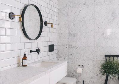 Baños azulejos Blancos - Gris
