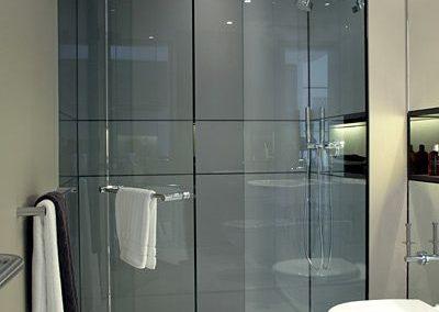 Mampara de baño puerta batiente con vidrio templado