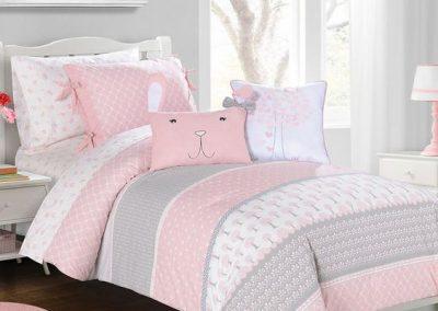 Habitacion juvenil edredón rosa y gris